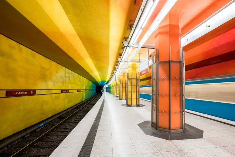 Яркая станция метро