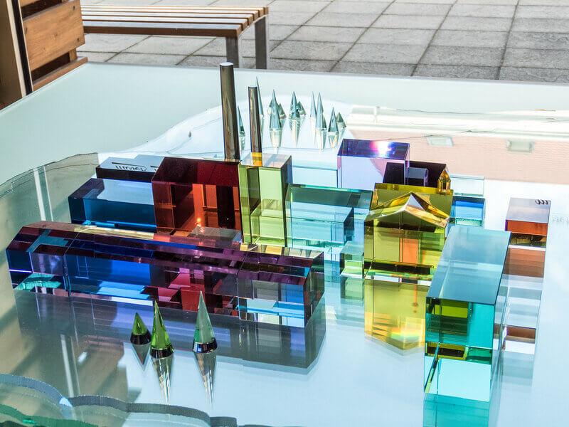 Экспонаты в музее стекла Мозер