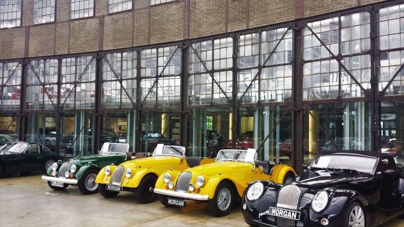Экспозиция в центре классических автомобилей