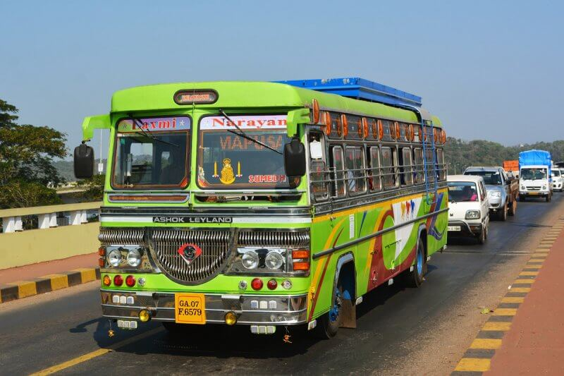 Автобус на пляже Анджуна