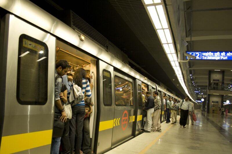 Вагон в метро Нью-Дели