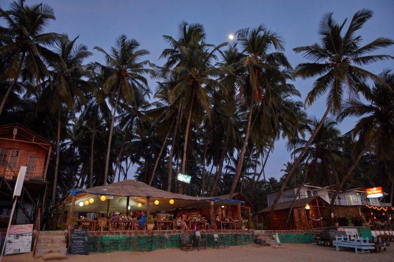 Вечер на пляже Палолем