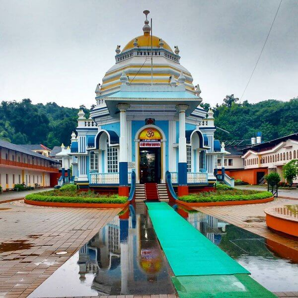 Главный вход в храм Магнеши