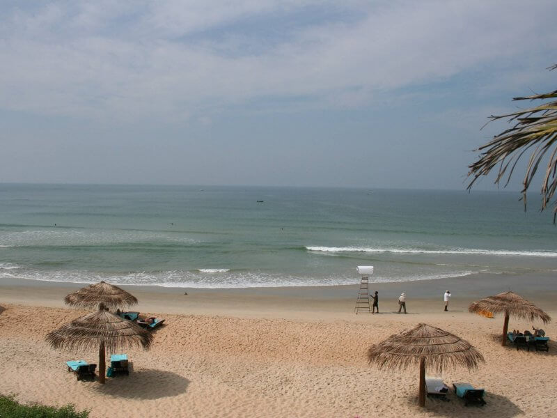 Песок на пляже в Бенаулиме