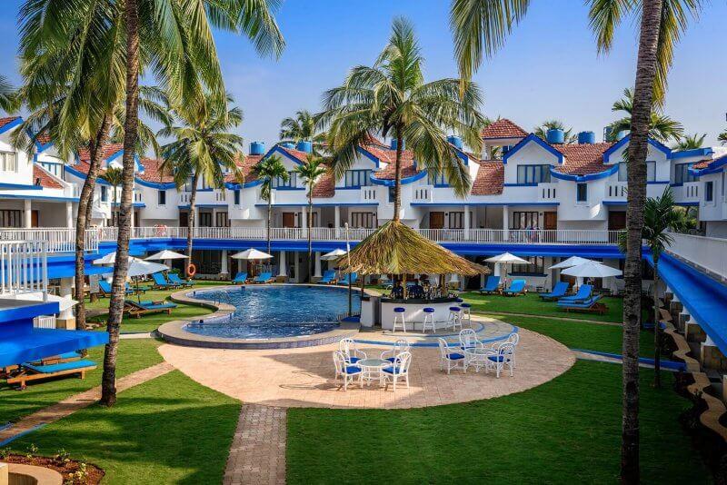 Отель в Бенаулиме