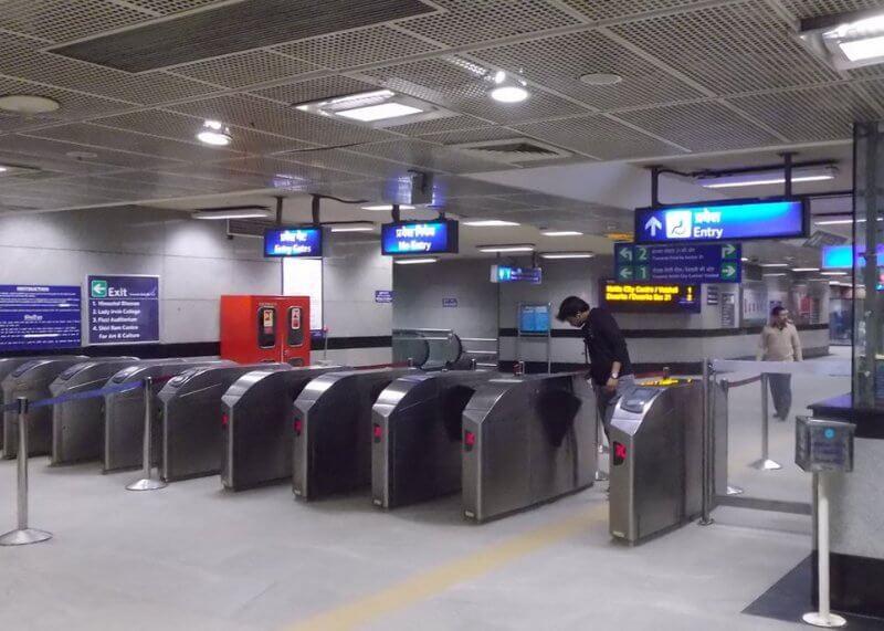 Турникеты в метро Нью-Дели