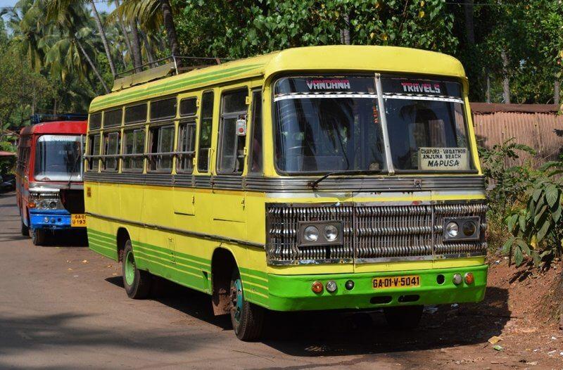 Автобус на пляже Палолем