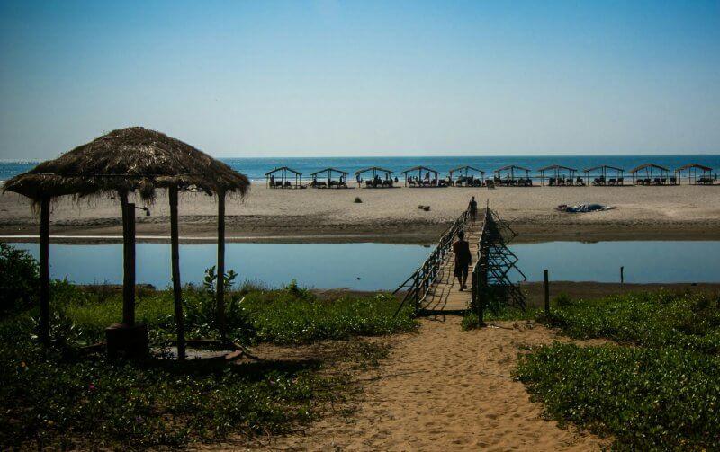 Вид на пляж Мандрем