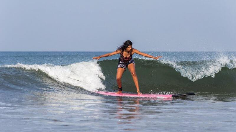 Серфинг на пляже Бага
