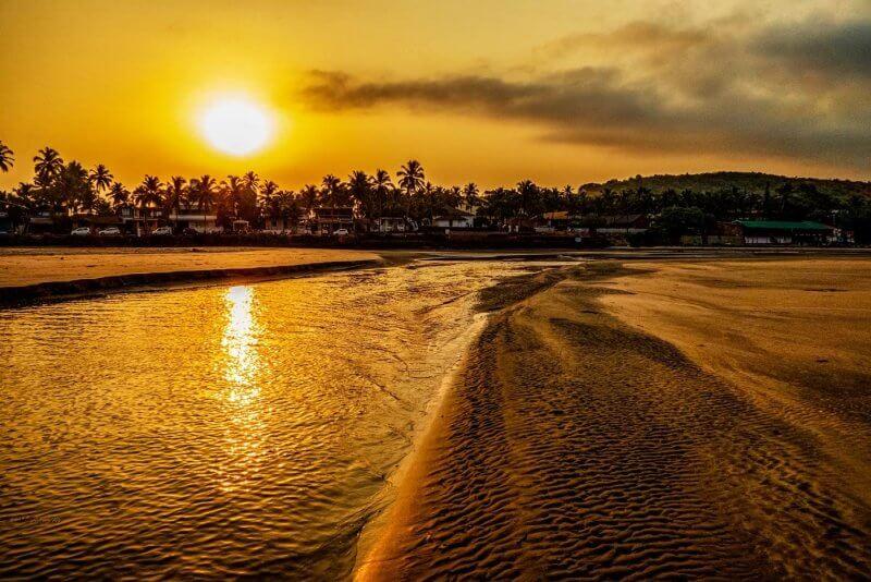 Закат на пляже Ашвем
