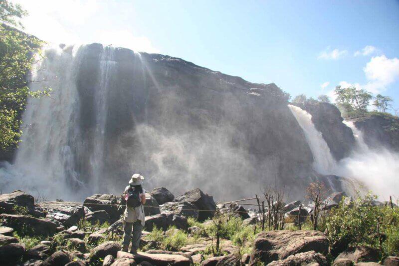 Ограждение около водопадов Антираппилли