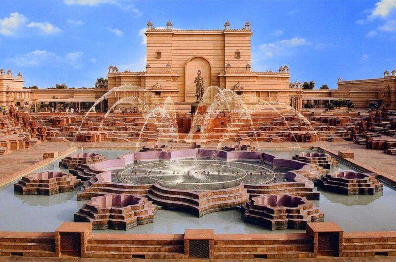 Фонтаны при храме Акшардхам