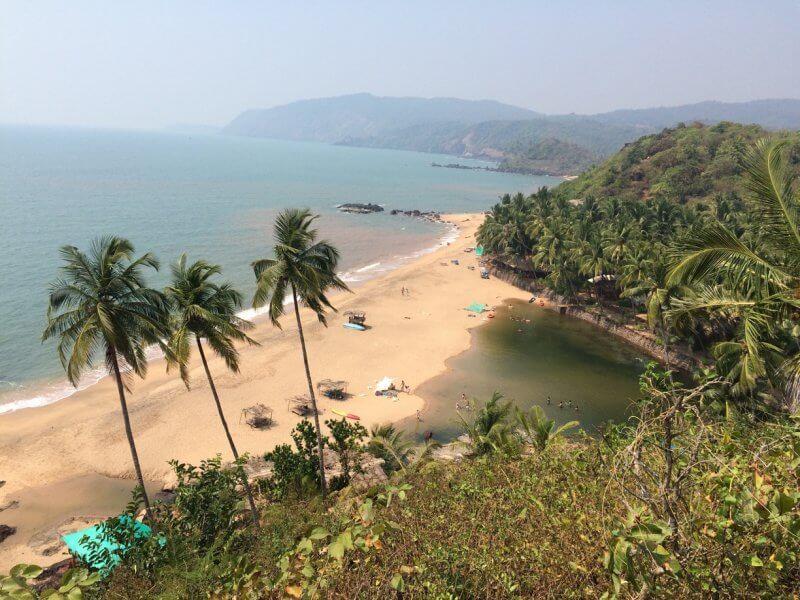 Вид сверху на пляж Агонду