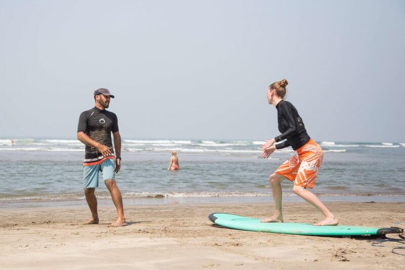 Серфинг на пляже Морджим