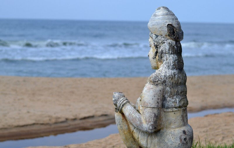 Статуя на пляже Папанасам