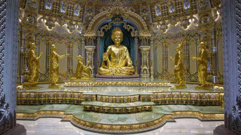 Главное помещение храма Акшардхам