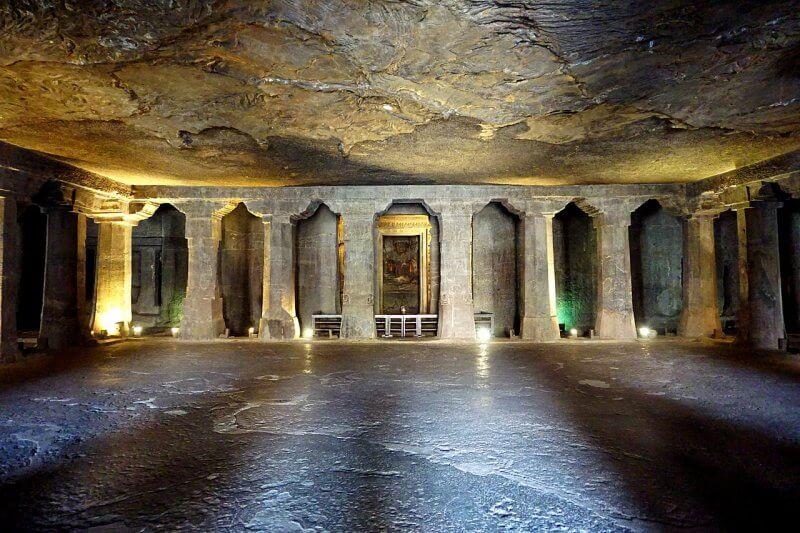 Пещера № 5 в Аджанте
