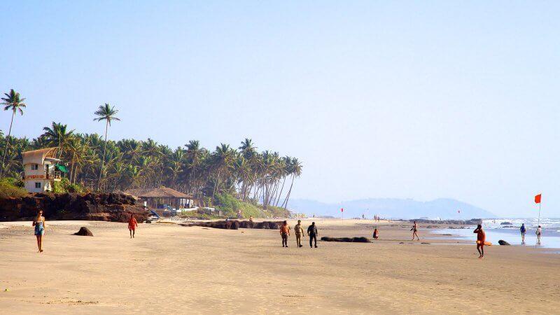 Местные жители на пляже Ашвем