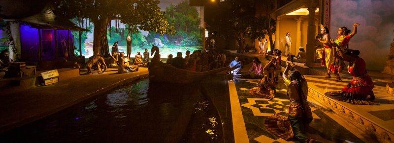 Искусственная река храма Акшардхам