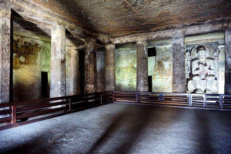 Пещера № 16 в Аджанте