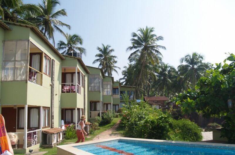 Отель с бассейном в Ашвеме