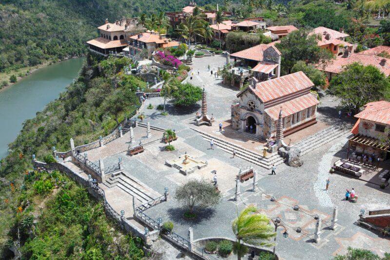 Город художников Altos de Chavon