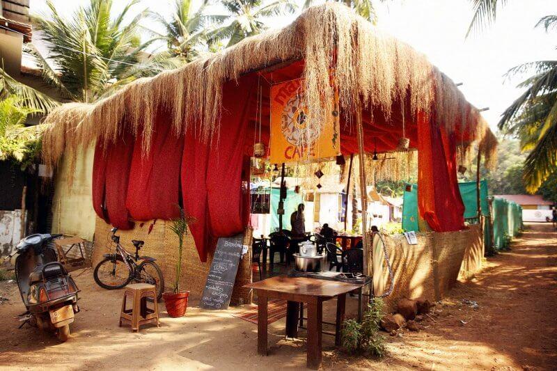 Кафе около пляжа Агонда