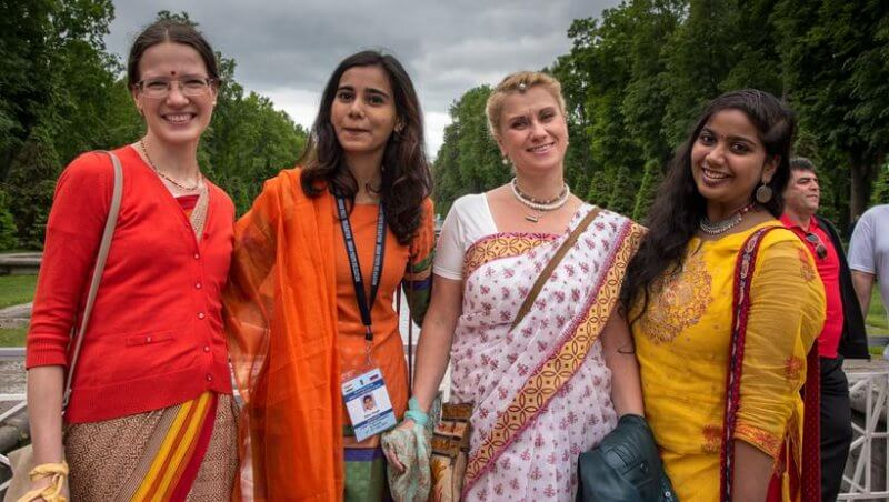Фото индусов с европейцами