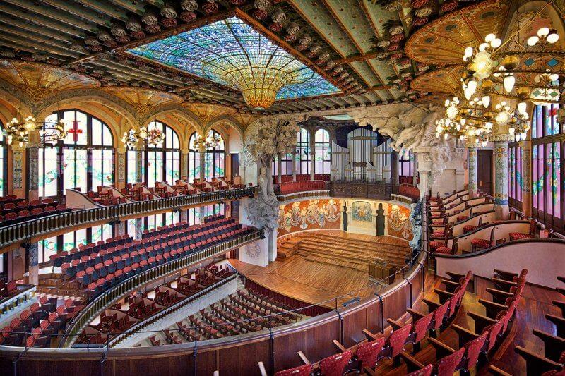 Концертный зал дворца каталонской музыки