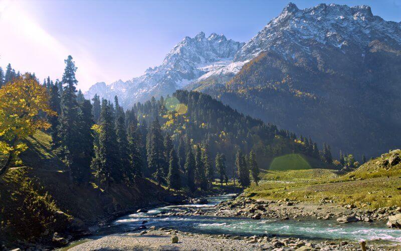 Горы в штате Джамму и Кашмир