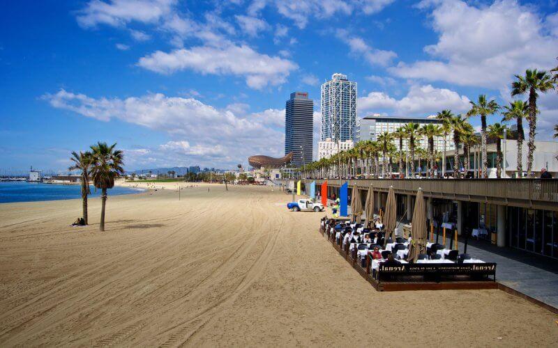 Вид на пляж Барселоны