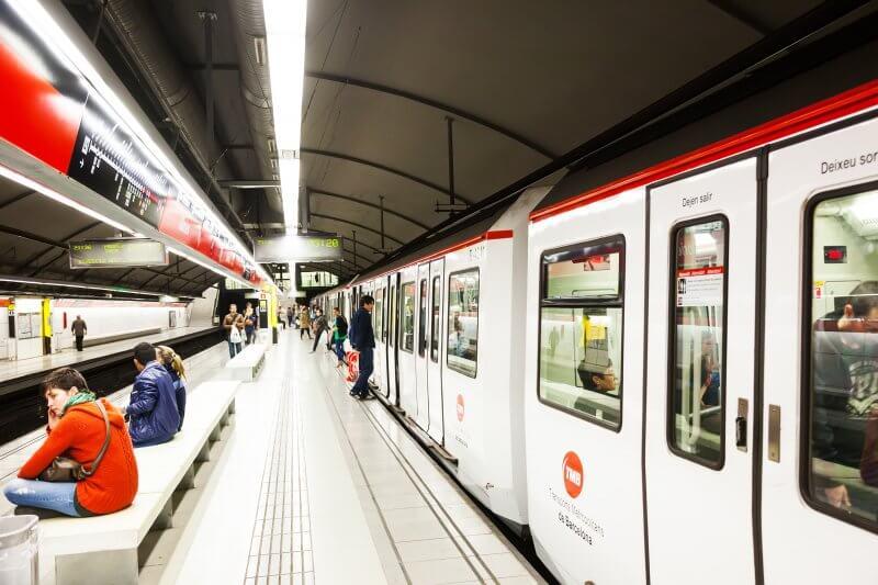 Станция метро в Барселоне