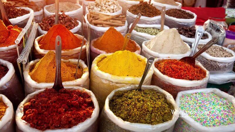 Специи на рынке в Индии