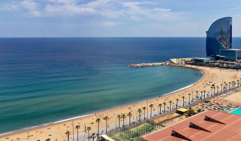 Вид на пляж Сан Себастиа
