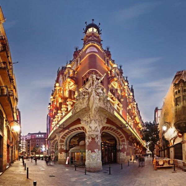 Здание дворца каталонской музыки