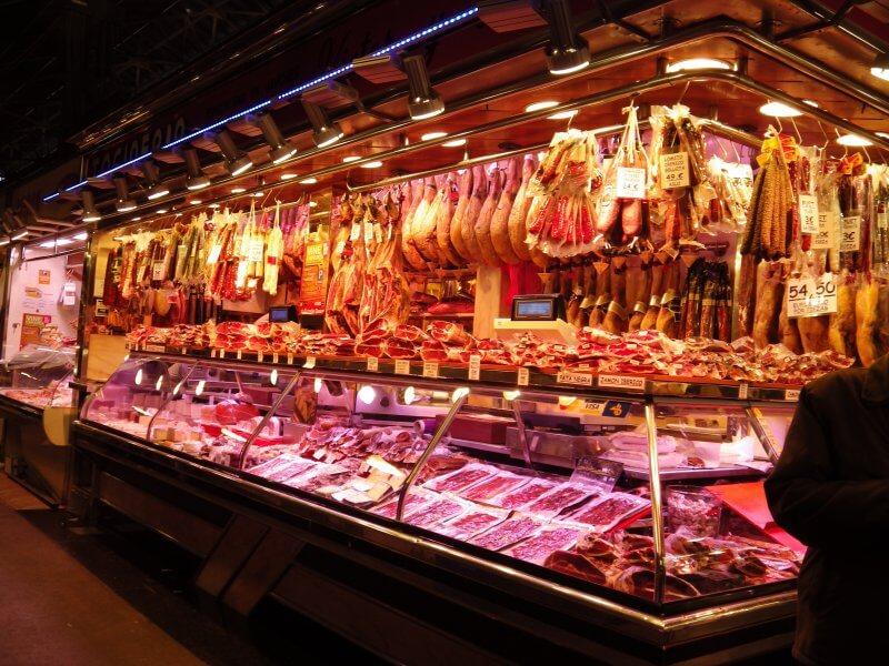 Мясной отдел на рынке Бокерия