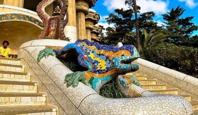 Саламандра из мозаики и змеиная голова