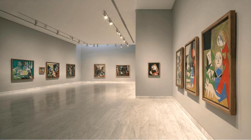 Галерея картин в музее Пикассо
