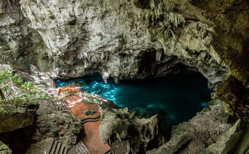 Озеро в пещере «Три глаза»
