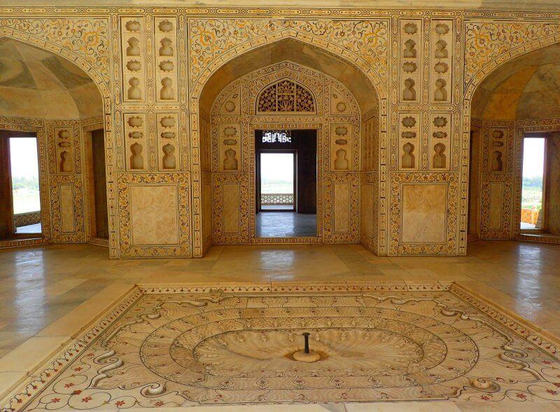 Зеркальный дворец