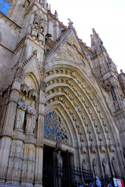 Вход в храм Святого Креста