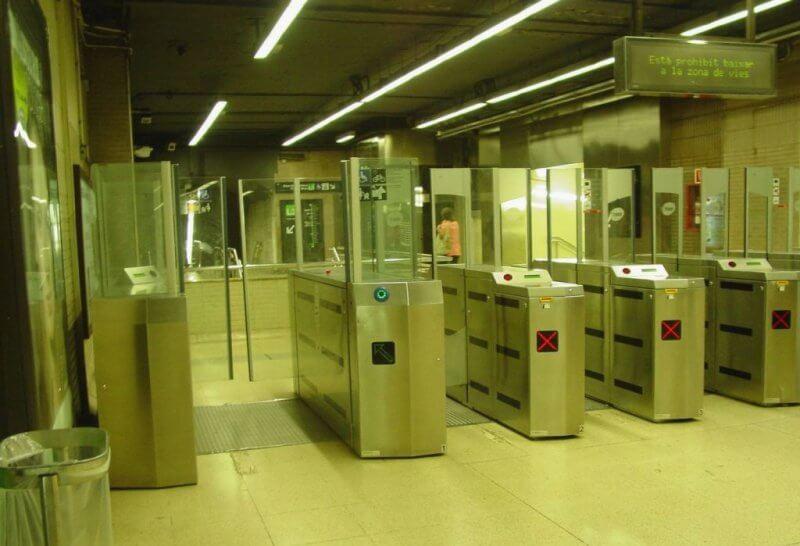 Турникеты в метро