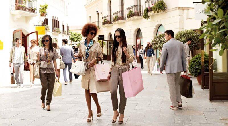 Девушки на шоппинге