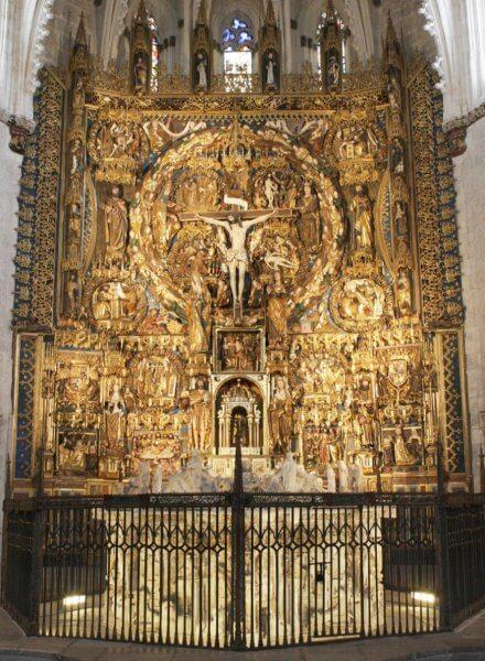 Алтарь в монастыре Мирафлорес