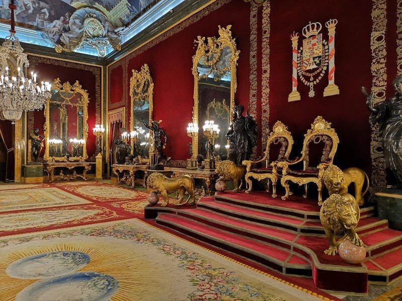 Зал в Королевском дворце в Мадриде