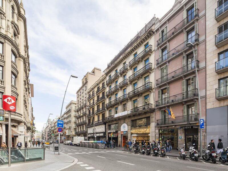 Улица Carrer de Pelai