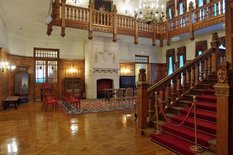 Королевский дворец на полуострове Магдалена внутри