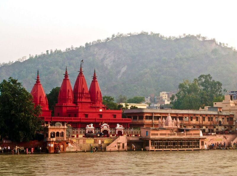 Красный храм в Варанаси