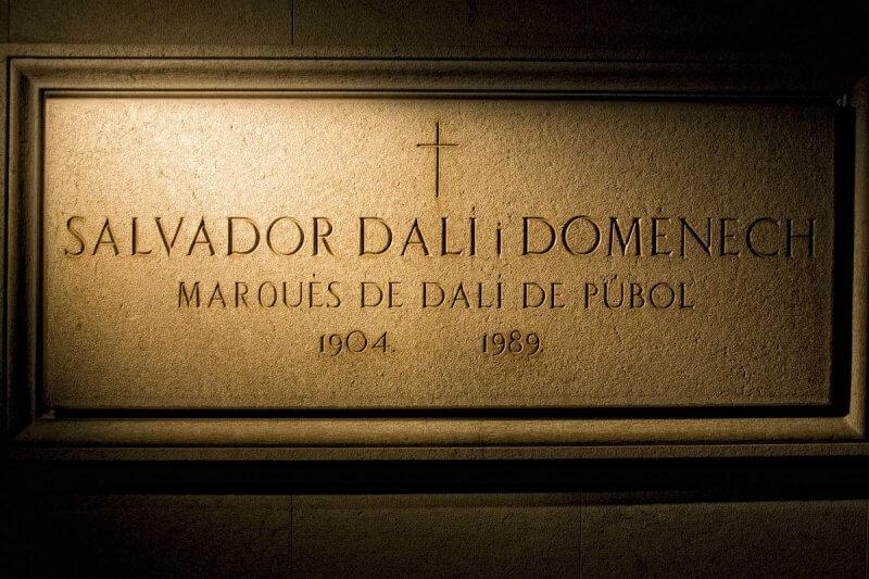 Склеп в музее Сальвадора Дали
