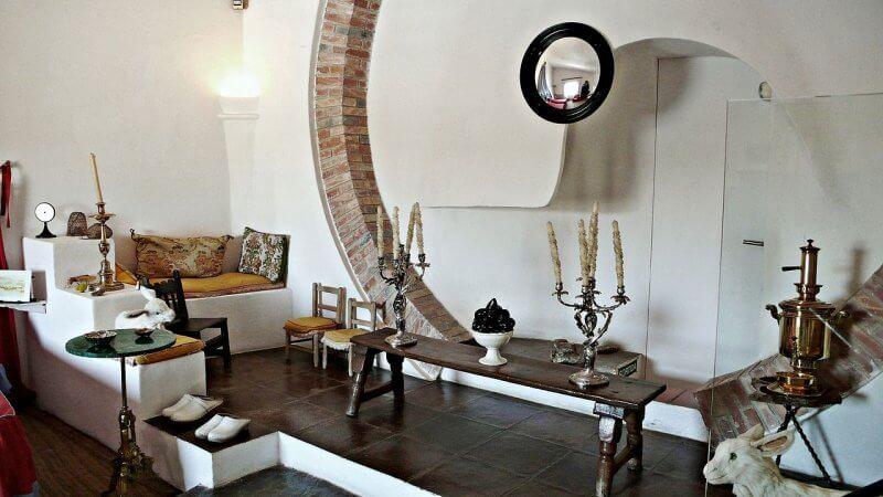 Гостиная в доме-музее Сальвадора Дали
